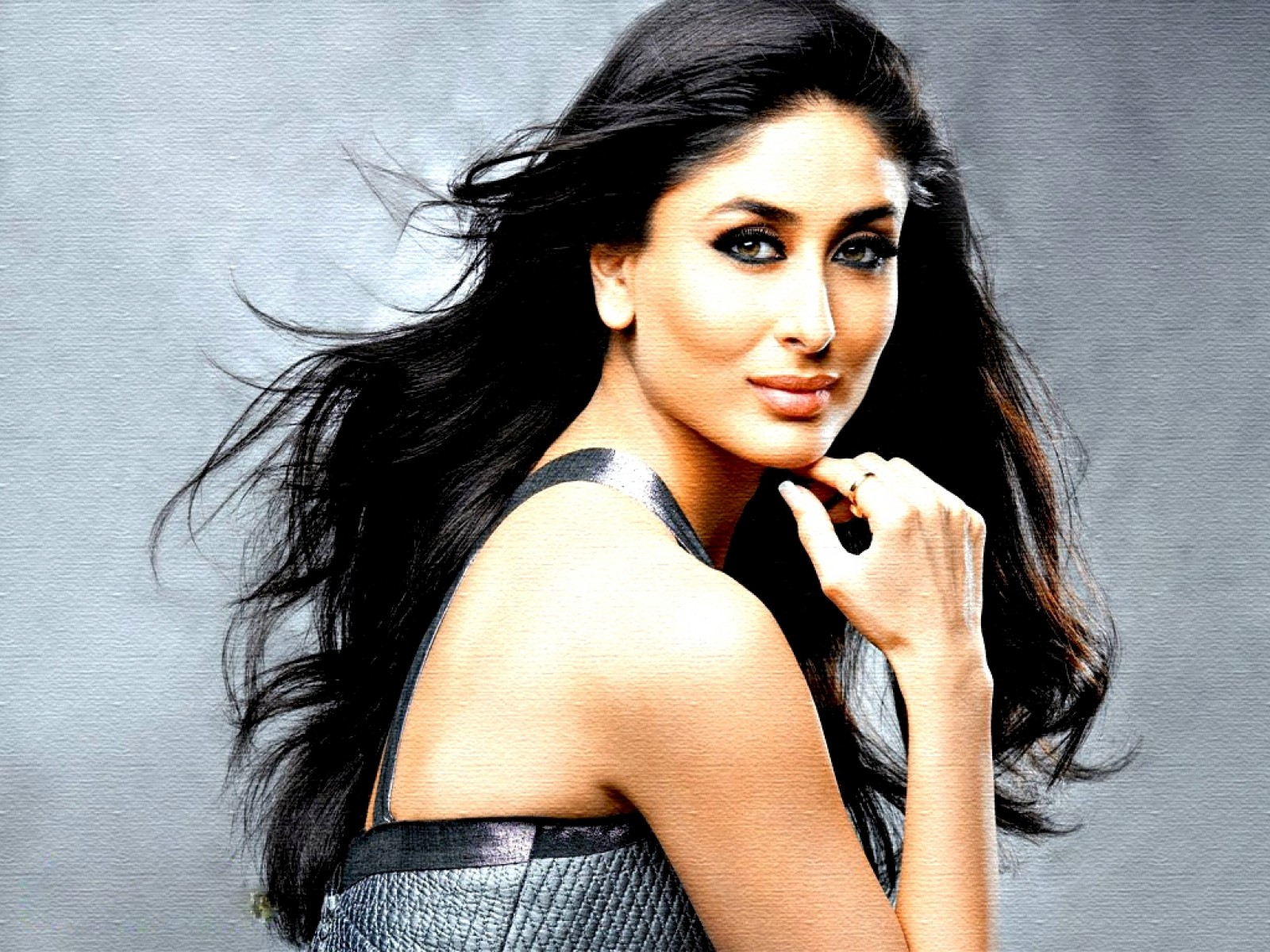 Kareena-Kapoor-Pose-HD